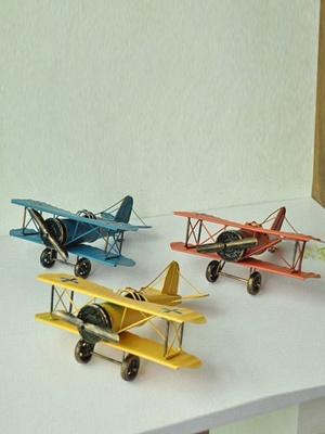 复古双翼飞机模型