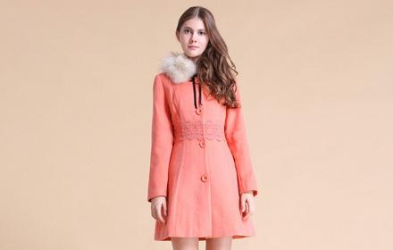 中长款蕾丝花纹大衣西瓜红