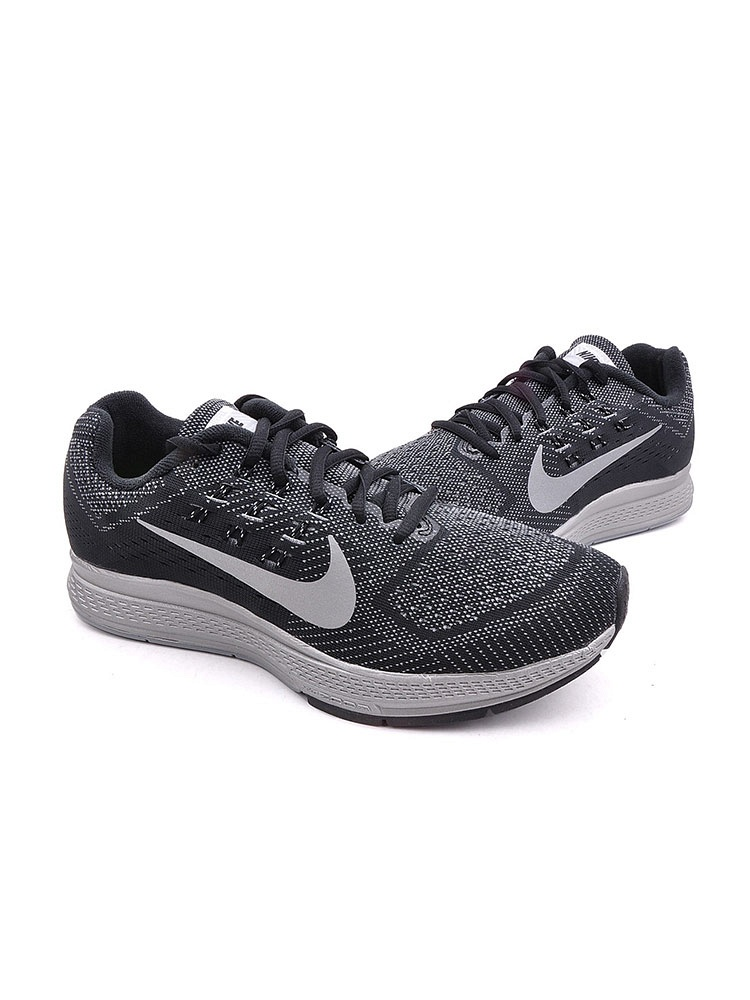 zoom 跑步鞋
