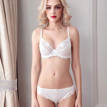 含蓄优雅白色性感蕾丝文胸套装