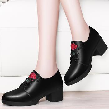 英伦风中跟皮鞋玫瑰花防水台女鞋