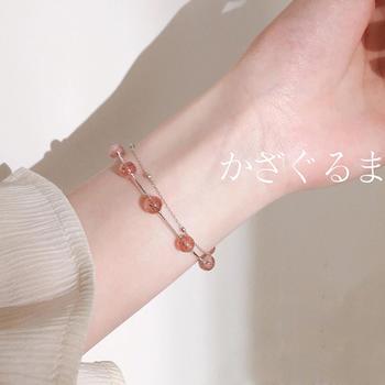 甜美显白显瘦 草莓晶手链佩戴彰显柔美气质