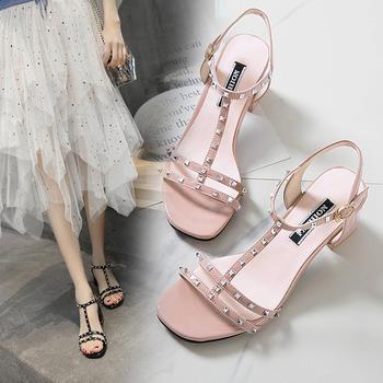 安欣娅夏季新款时尚铆钉装饰一字式扣粗跟凉鞋
