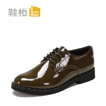 达芙妮旗下时尚舒适亮面女鞋铆钉亮面单鞋1117404206