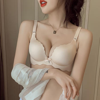 维妮芳 小胸加厚聚拢无钢圈显大文胸 一片式侧收上托内衣